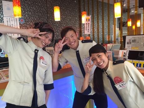 カラオケ店ホール&キッチンお客様も楽しんでるからつられて自分も楽しくなっちゃう!?